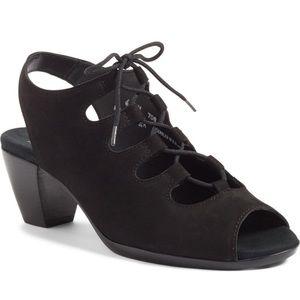 Munro Black Suede adjustable shoe 9 narrow